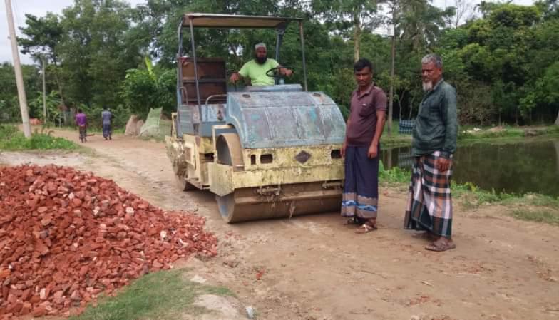 জগন্নাথপুরে কলকলিয়া – মোকামপাড়া – বালিকান্দী সড়কের নির্মাণ কাজ পূনঃরায় চলছে